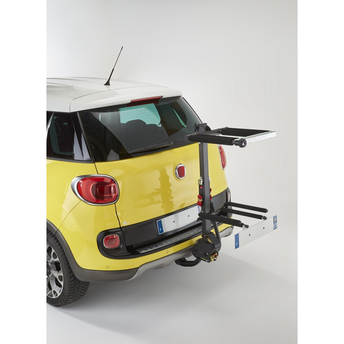 Ski / Snowboard carrier on towball